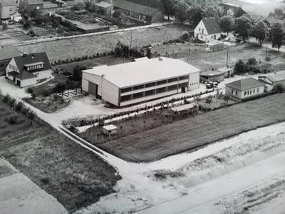 Alte Luftbildaufnahme  des Firmengeländes